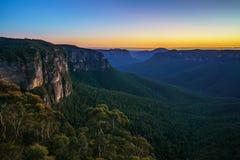 Blauw uur bij het vooruitzicht van de govettssprong, blauwe bergen, Australië 26 stock foto