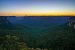 Blauw uur bij het vooruitzicht van de govettssprong, blauwe bergen, Australië 31 royalty-vrije stock afbeeldingen