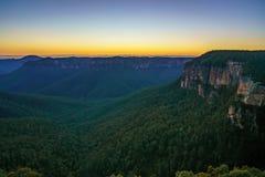 Blauw uur bij het vooruitzicht van de govettssprong, blauwe bergen, Australië 32 stock foto's