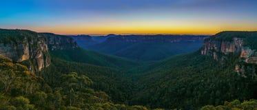 Blauw uur bij het vooruitzicht van de govettssprong, blauwe bergen, Australië 33 royalty-vrije stock foto's