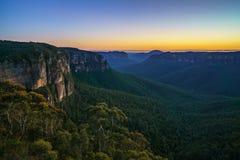 Blauw uur bij het vooruitzicht van de govettssprong, blauwe bergen, Australië 37 stock afbeeldingen