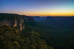Blauw uur bij het vooruitzicht van de govettssprong, blauwe bergen, Australië 41 stock foto's