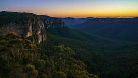 Blauw uur bij het vooruitzicht van de govettssprong, blauwe bergen, Australië 42 stock fotografie