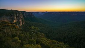 Blauw uur bij het vooruitzicht van de govettssprong, blauwe bergen, Australië 45 stock fotografie