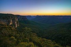 Blauw uur bij het vooruitzicht van de govettssprong, blauwe bergen, Australië 47 stock foto's