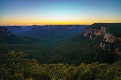 Blauw uur bij het vooruitzicht van de govettssprong, blauwe bergen, Australië 50 royalty-vrije stock foto's