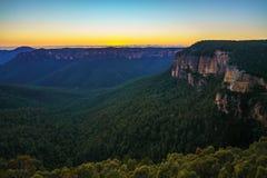 Blauw uur bij het vooruitzicht van de govettssprong, blauwe bergen, Australië 51 stock fotografie