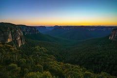 Blauw uur bij het vooruitzicht van de govettssprong, blauwe bergen, Australië 54 stock afbeeldingen
