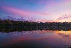 Blauw uur op het meer Stock Fotografie