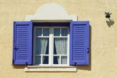 Blauw venster stock foto's