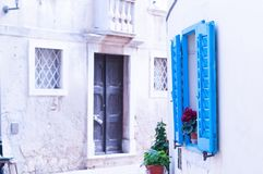 Blauw venster in Kroatië Royalty-vrije Stock Afbeeldingen