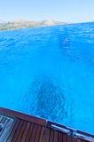 Blauw water bij Ionische Overzees stock foto's