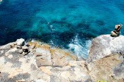 Blauw water van de oceaan in meningspunt van Koh Tachai, Similan-Eilanden, Thailand stock afbeelding