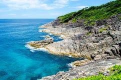 Blauw water van de oceaan in meningspunt van Koh Tachai, Similan-Eilanden, Thailand Stock Foto