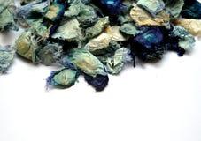 Blauw welriekend mengsel van gedroogde bloemen en kruiden royalty-vrije stock afbeeldingen