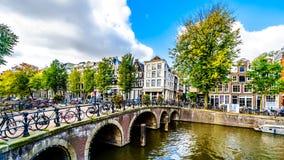 Blauwburgwal运河在阿姆斯特丹,荷兰 库存照片