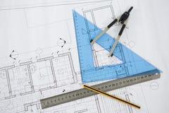 Blauwdruk met heerser, potlood en duimschroefkompassen Stock Fotografie