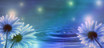 Blauwe achtergrond met bloemen Royalty-vrije Stock Foto's