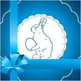 Blauwe achtergrond met Paashaas Royalty-vrije Stock Foto