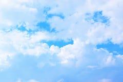 Blauwe achtergrond 171115 0063 van hemel witte wolken Royalty-vrije Stock Fotografie