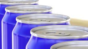Blauwe aluminiumblikken op fabriekstransportband Frisdranken of bier industriële productielijn Ecologic recycling verpakking 3d Stock Foto
