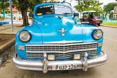 Blauwe Amerikaanse klassieke Chrysler-auto, Santiago de Cuba stock afbeelding