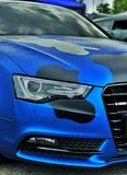 Blauwe auto's stock foto