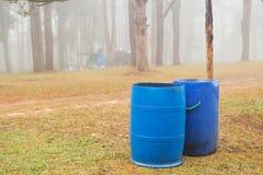 Blauwe bakken in parken Stock Foto