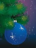 Blauwe bal op Kerstboom Stock Foto