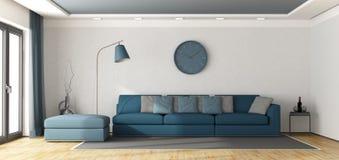 Blauwe bank in een witte zitkamer Royalty-vrije Stock Afbeeldingen