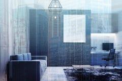 Blauwe bank in een woonkamer met een huisbureau Royalty-vrije Stock Afbeelding