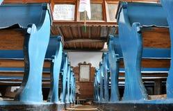Blauwe banken in een Unitaristische kerk Stock Fotografie