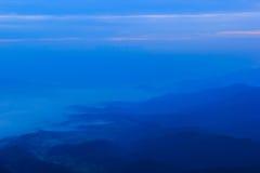 Blauwe berg met blauwe hemel Royalty-vrije Stock Foto