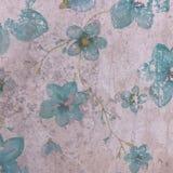 Blauwe bloemen op landhuis violette achtergrond Stock Afbeelding