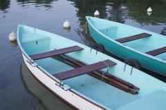 2 blauwe boten Stock Afbeelding