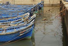 Blauwe boten in Essaouira Stock Afbeeldingen