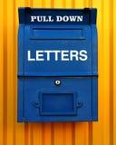 Blauwe brievenbus Stock Foto