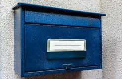 Blauwe brievenbus Stock Fotografie