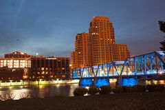 Blauwe brug in Grand Rapids Stock Foto's