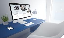 blauwe bureaucomputer ontwerpen wij het scherm Royalty-vrije Stock Afbeelding