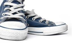 Blauwe canvastennisschoenen Stock Foto