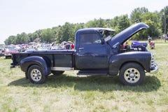 Blauwe Chevy 3800 Vrachtwagen Zijaanzicht Royalty-vrije Stock Afbeelding