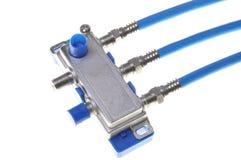 Blauwe coaxiale kabels met TVsplitser royalty-vrije stock afbeeldingen