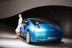 Blauwe concept-auto van het Bedrijf van de Motor van Toyota stock afbeeldingen