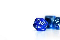 Blauwe d20 gamer dobbelt royalty-vrije stock afbeeldingen