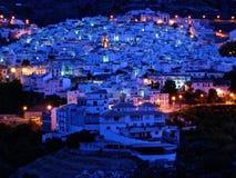 Blauwe dageraad lichte Competa Spanje augustus-26-08 stock afbeeldingen