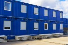 Blauwe de bouwhuizen voor arbeiders stock foto's
