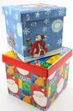 Blauwe de giftdozen van Kerstmis en gestapeld rood Royalty-vrije Stock Afbeelding