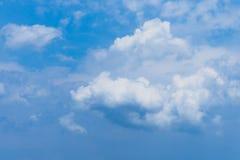 Blauwe de Hemelachtergrond van de wolkencumulus Stock Afbeelding
