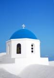Blauwe de koepelkerk van Santorini Griekenland Stock Foto's